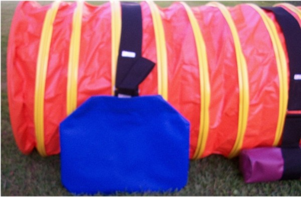 agility-tunnel-with-small-practice-sand-bag-and-snuggler1-e1429800942489