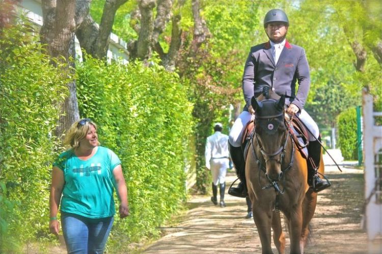 Gustavo Mirabal strolling to develop the confidence of his horse