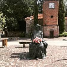 Estatua de bisabuela por Iñigo Muguerza