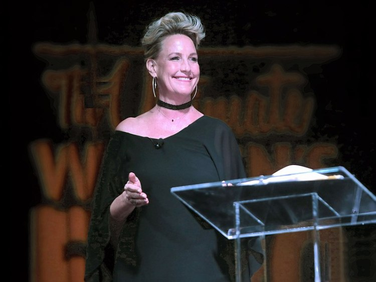 Erin Brockovich speaking at the 2016 Arizona Ultimate Women's Expo (Photo By GAge Skidmore)