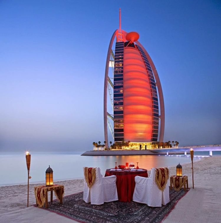 Romantic dinner in Dubai – Gustavo Mirabal
