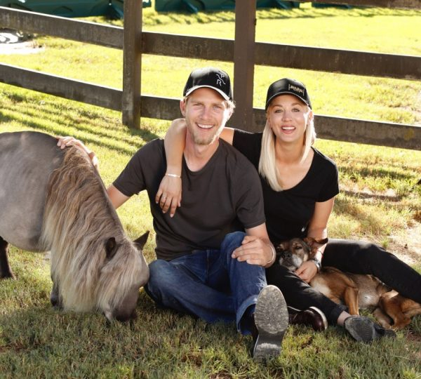 Kaley Cuoco and his husband Karl Cook - Celebrities who love horses... and another animals
