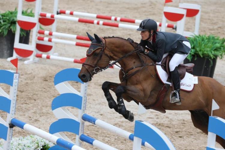 Carolina Chapellín in her facet of rider