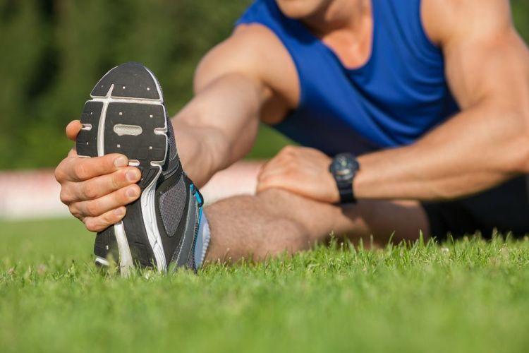 Ejercicios de estiramiento en el calentamiento deportivo