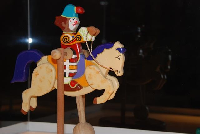 Wooden carvings and horses. Mario Calderón, the dream-creator