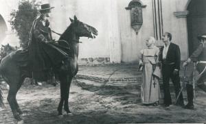 El Zorro montando a Tornado el caballo del Zorro