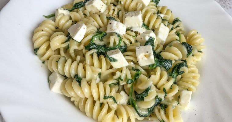 One Pot Pasta mit Spinat und Feta
