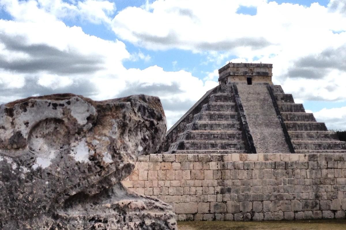 "Chichén Itzá una de las 7 ""Maravillas del Mundo"" emblema #Renacer2012 @XcaretPark @ExpXcaret @FestCulturaMaya"