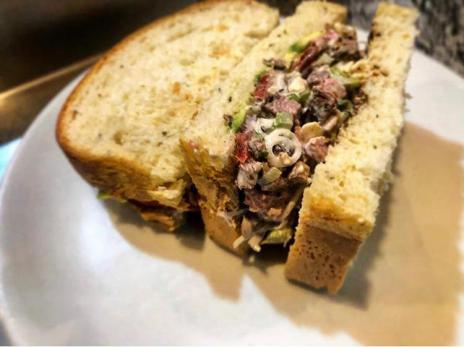 sandwich ensalada roast beef