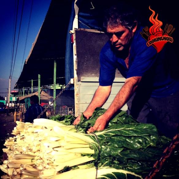 Hombre trabajando en el mercado de Lo Valledor