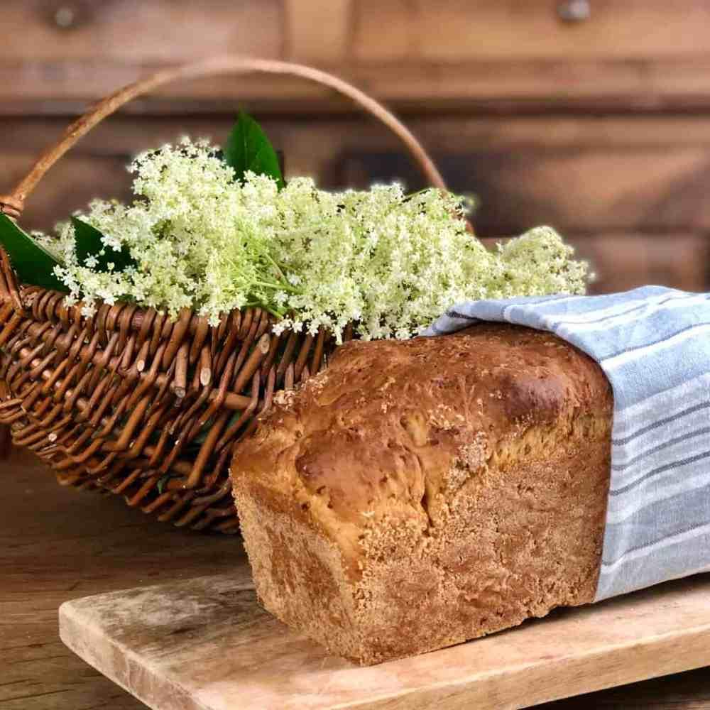 Das Brot 45 Minuten bei 180° Umluft backen.