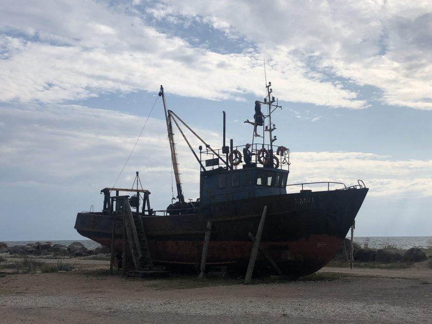 Fischkutter am Hafen von Sõru