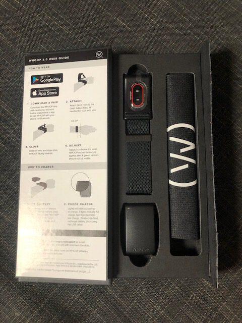 whoop strap 3.0 Originalverpackung, das gadget, das Armand, das Säckchen und die Batterie