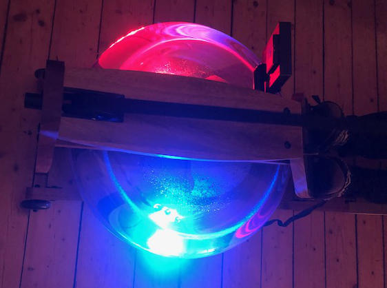 Tank des Wasserrudergeräts mit Beleuchtung
