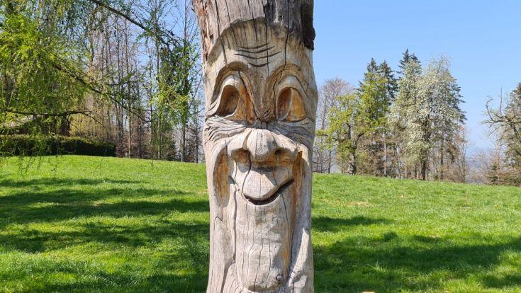 Holz Skulptur mit Gesicht