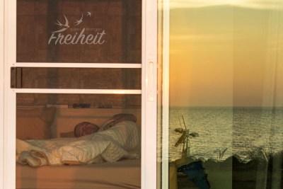 Blick vom Bett aufs Meer