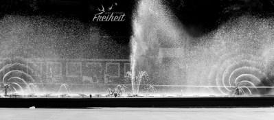 Wasserspiel in Phnom Penh