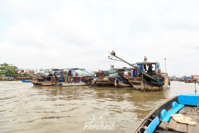 Cai Rai Floating Market