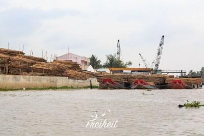 Holzhandel am Mekong