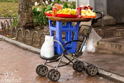 Mobiler Kinderwagen-Hocker-Obststand