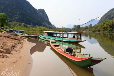 Longtailboote und Fischerboote