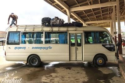 Lässiger Überlandbus