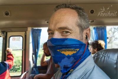 Mundschutz in klimatisierten Bussen hat sich wegen des Schimmels bewährt, nicht nur bei den Einheimischen ;-)