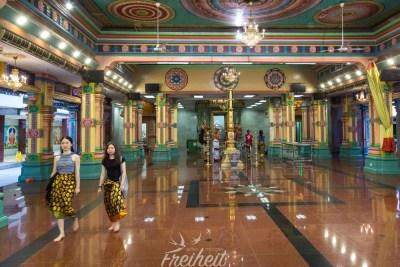Im Inneren des Hindutempel Sri Mahamariamman