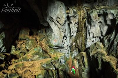 Krabbenhöhle - verzerrte Fratzen