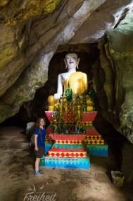Schneckenhöhle mit Buddha am Eingang. Links geht es ins Innere