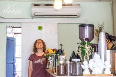 Nadine erholt sich unter der Klimaanlage