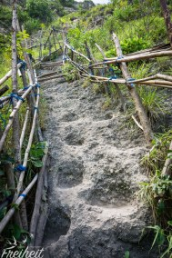 Steiler Weg zum Kelingking Beach