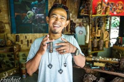 Bodong - macht Schmuck aus Kokosnüssen