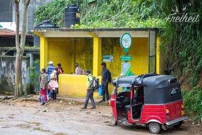 Warten an der Bushaltestelle - Wifi gibts auch ;-)