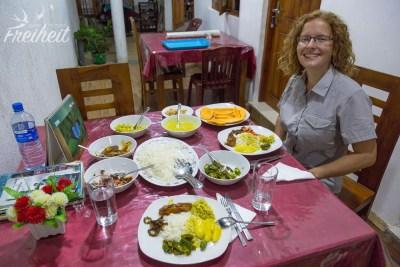 Sumith und seine Frau meinen es gut mit uns - unser Abendessen ist reichhaltig :) Und auf Wunsch gab es sogar Jackfruit Curry :D
