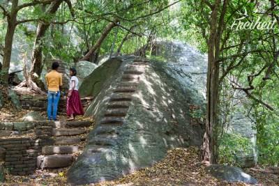 Unterhalb des Pidurangala Rock