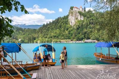 Ablegestelle der traditionellen Ruderboote - genannt Pletna