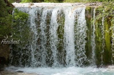 Kleiner Wasserfall - eingefroren