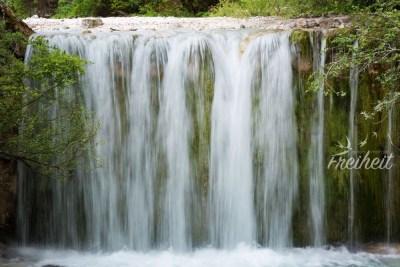 Kleiner Wasserfall - langzeitbelichtet