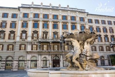 Piazza Vittorio Veneto mit Tritonen Brunnen