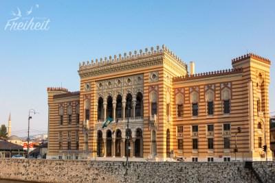 Nationalbibliothek - im Bosnienkrieg zerstört, seit 2016 wieder eröffnet. Leider ziemlich leer.