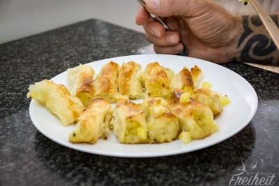 Krompiruša - mit Kartoffeln und Zwiebeln gefüllter Blätterteig