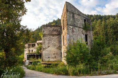 Ruine am Trebević - serbische Streitkräfte beschossen von hier aus die Stadt