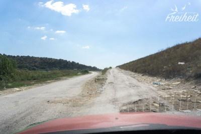 Häufiger anzutreffen in Albanien: Straßen wie diese