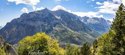 Blick auf die andere Seite des Valbona Tals nach Süden