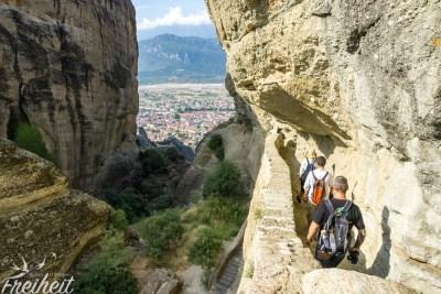 Das Kloster ist über viele in den Fels gehauene Stufen erreichbar