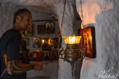 Kapelle im Fels - Carsten bringt Licht ins Dunkel