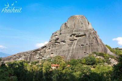 In diesen Felslöchern lebten früher Eremiten - einfach unglaublich