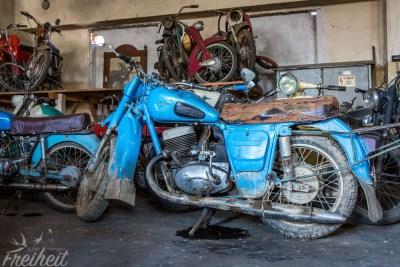 Alte Motorräder und Mofas gibt es auch