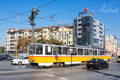 Oberleitungsbusse und Straßenbahnen prägen das Stadtbild